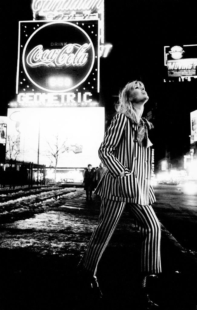 hg14 Nico in Times Square 1972