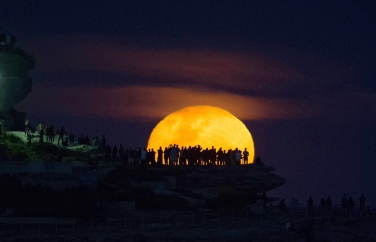 The moon rises above Ben Buckler point at Bondi, Sydney, a day after the official supermoon which was obscured by clouds. Photo: Janie Barrett / Fairfaxmedia