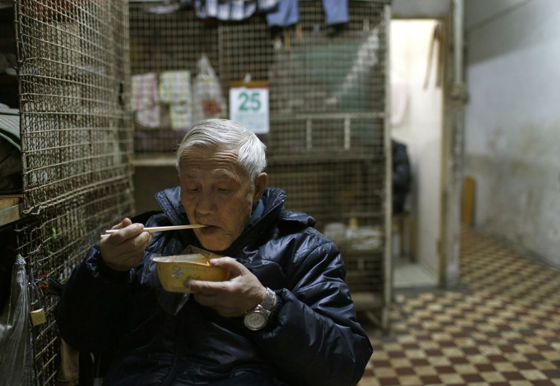 Hong Kong's cramped quarters_14